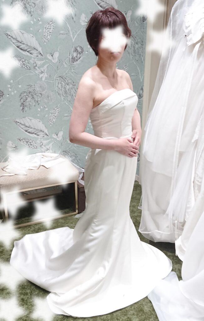 小さな結婚式のウエディングドレスのマーメイドタイプ