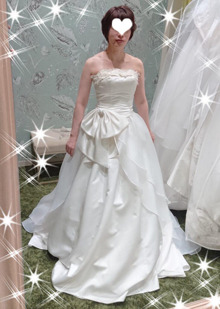 小さな結婚式で挙式する時のウェディングドレスをオプションをつけたもの